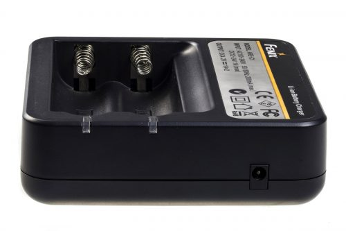 Fenix ARE-C1 зарядка для аккумуляторов 18650
