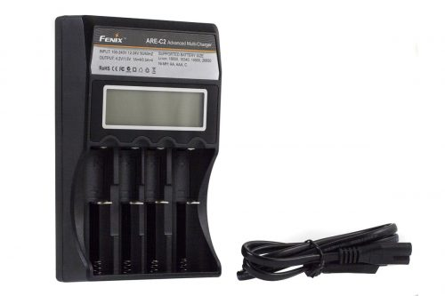 Fenix ARE-C2  Универсальное 4-канальное зарядное устройство