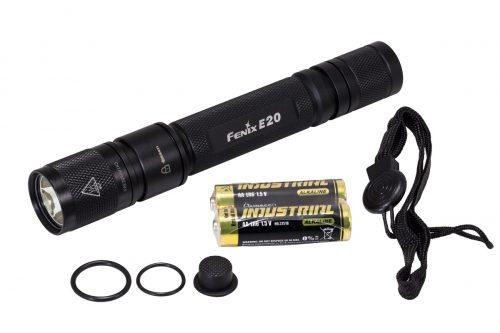 Fenix E20 фонарь на каждый день